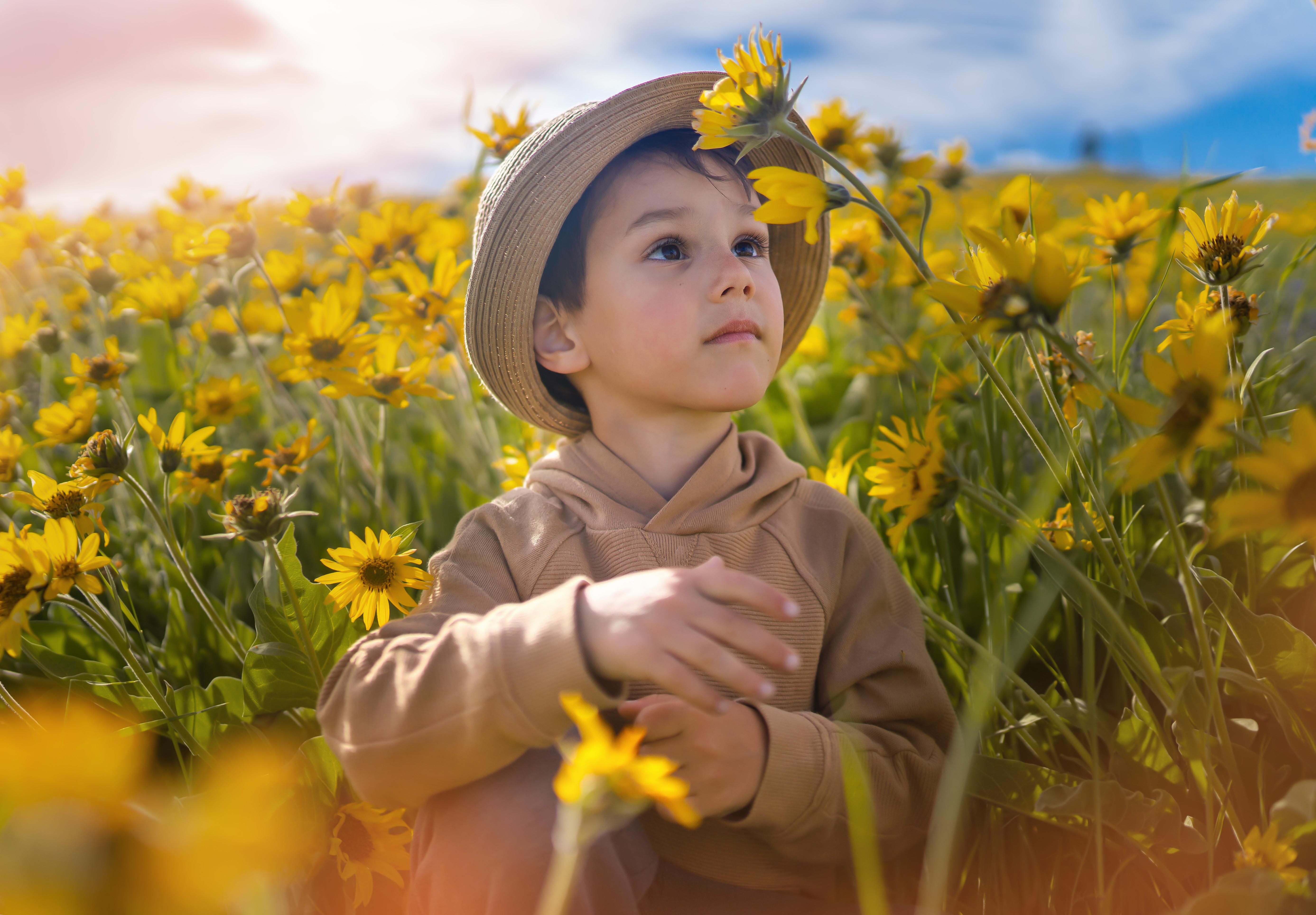 Мальчик в цветах